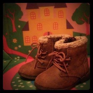 Shoes - Size 5 toddler boots